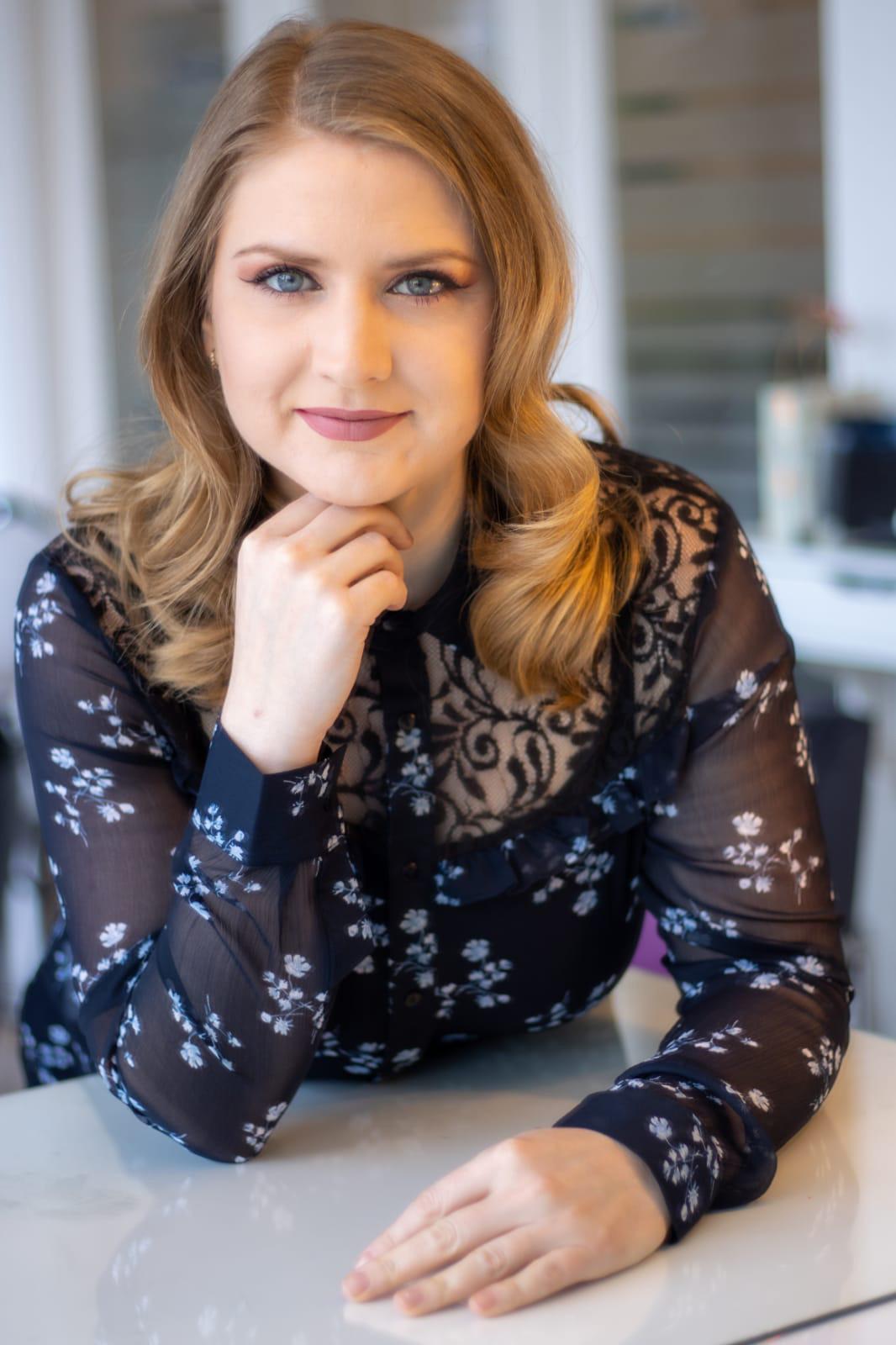 Delia van Golden Hair